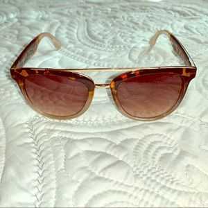 Tahari Sunglasses tortoiseshell gradient to clear